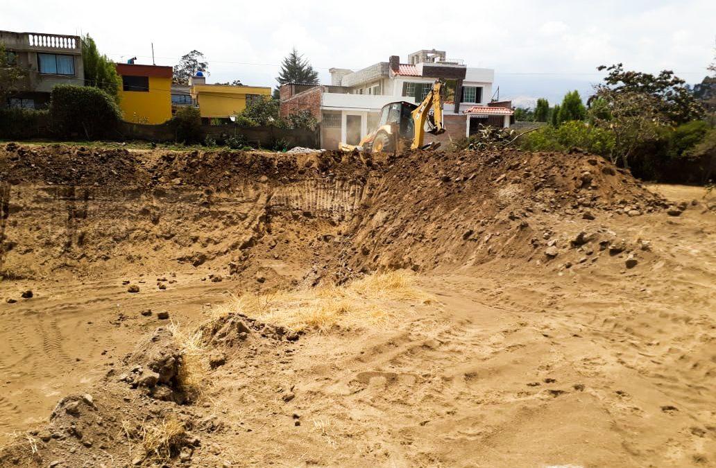 GAD Parroquial Checa construye reservorio de agua para el estadio del Parque Bellavista
